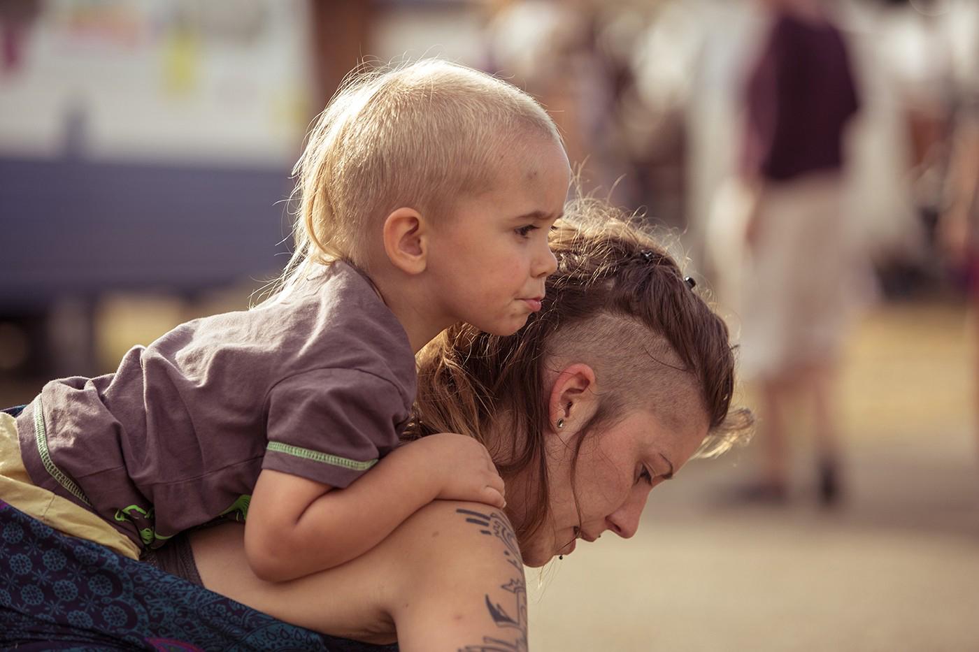 Enfant dos mère
