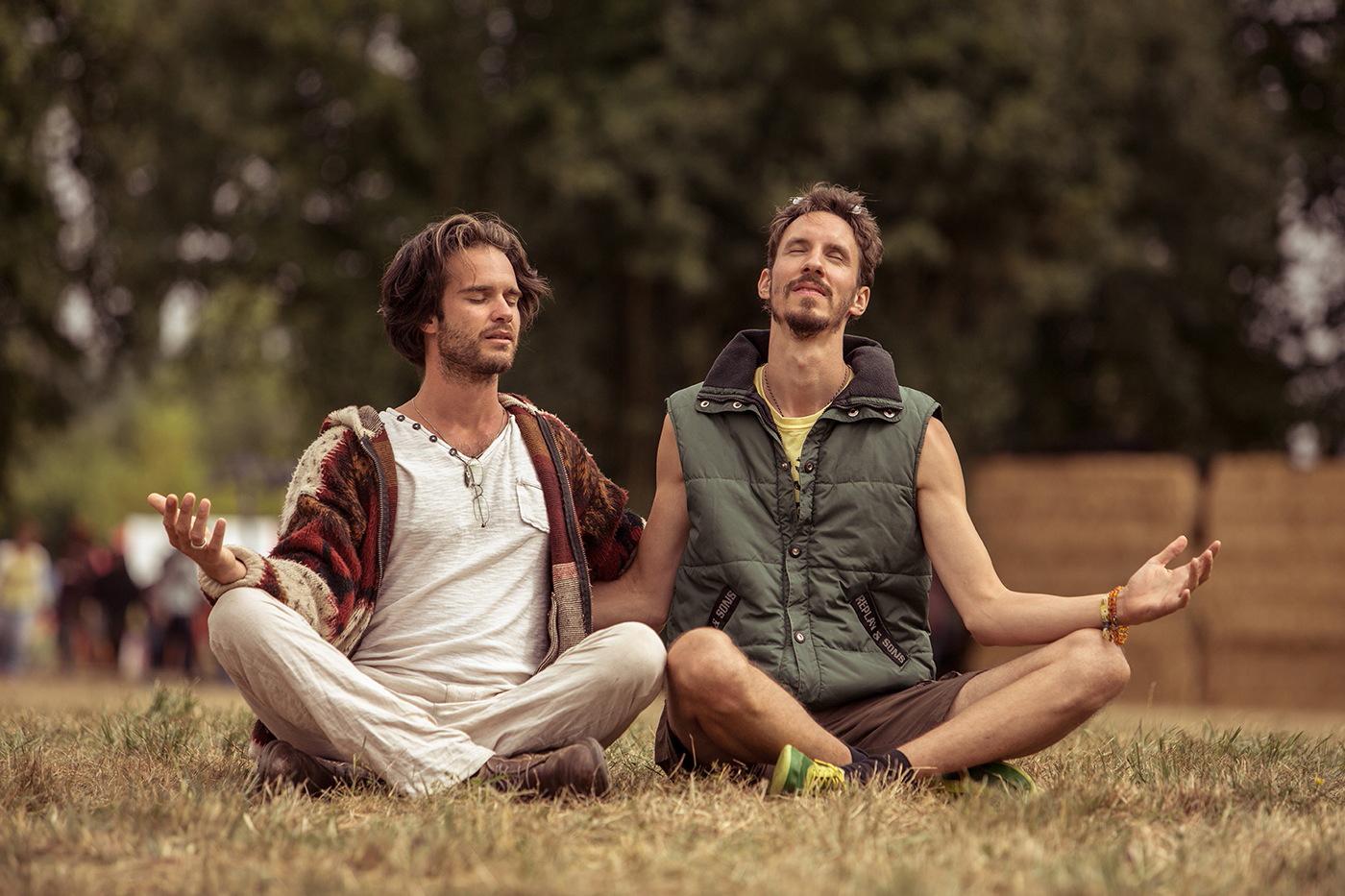 Hommes duo prière