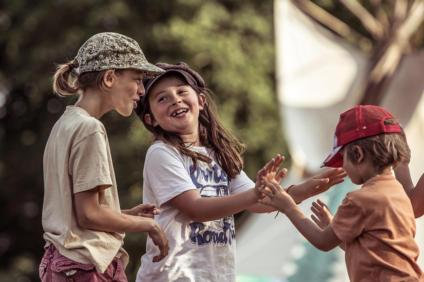 16-photographe-reportage-reve-de-laborigene-2016-guillaume-heraud-enfants-rires-small