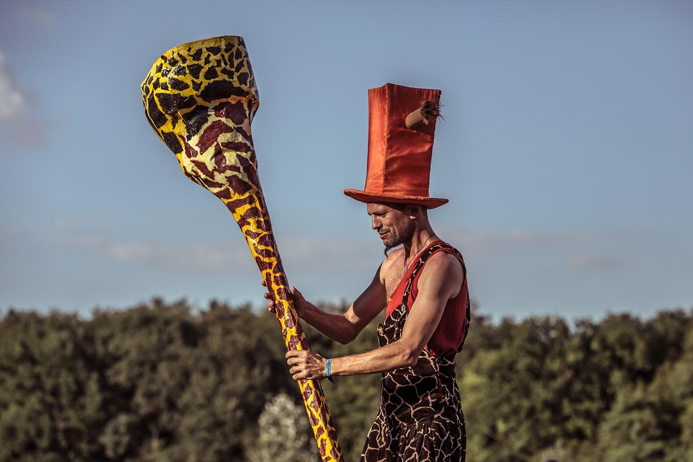 17-photographe-reportage-reve-de-laborigene-2016-guillaume-heraud-girafe-hauteur-small