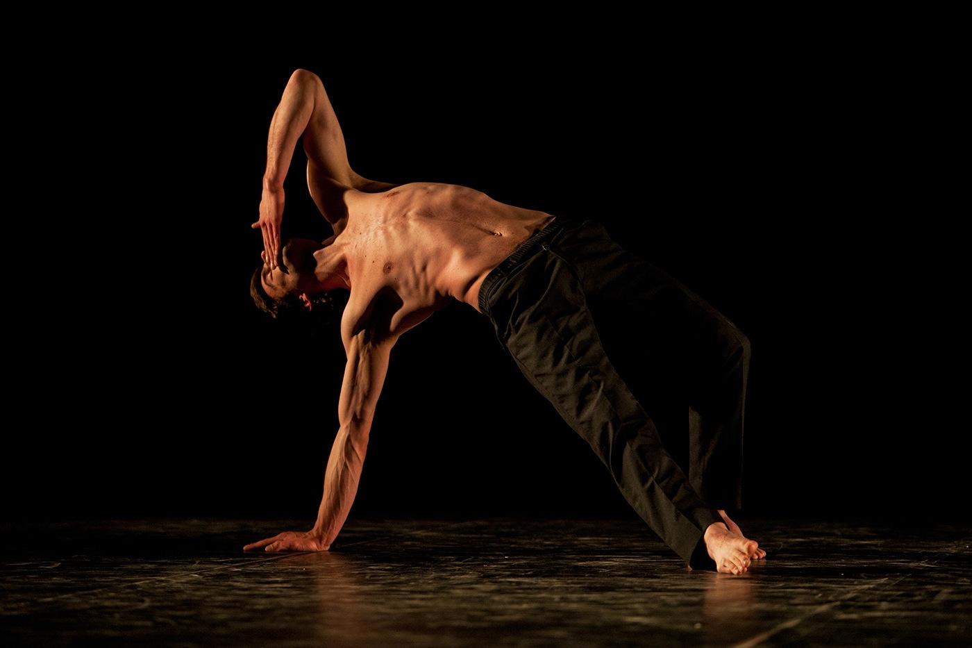 Danseur torse haut