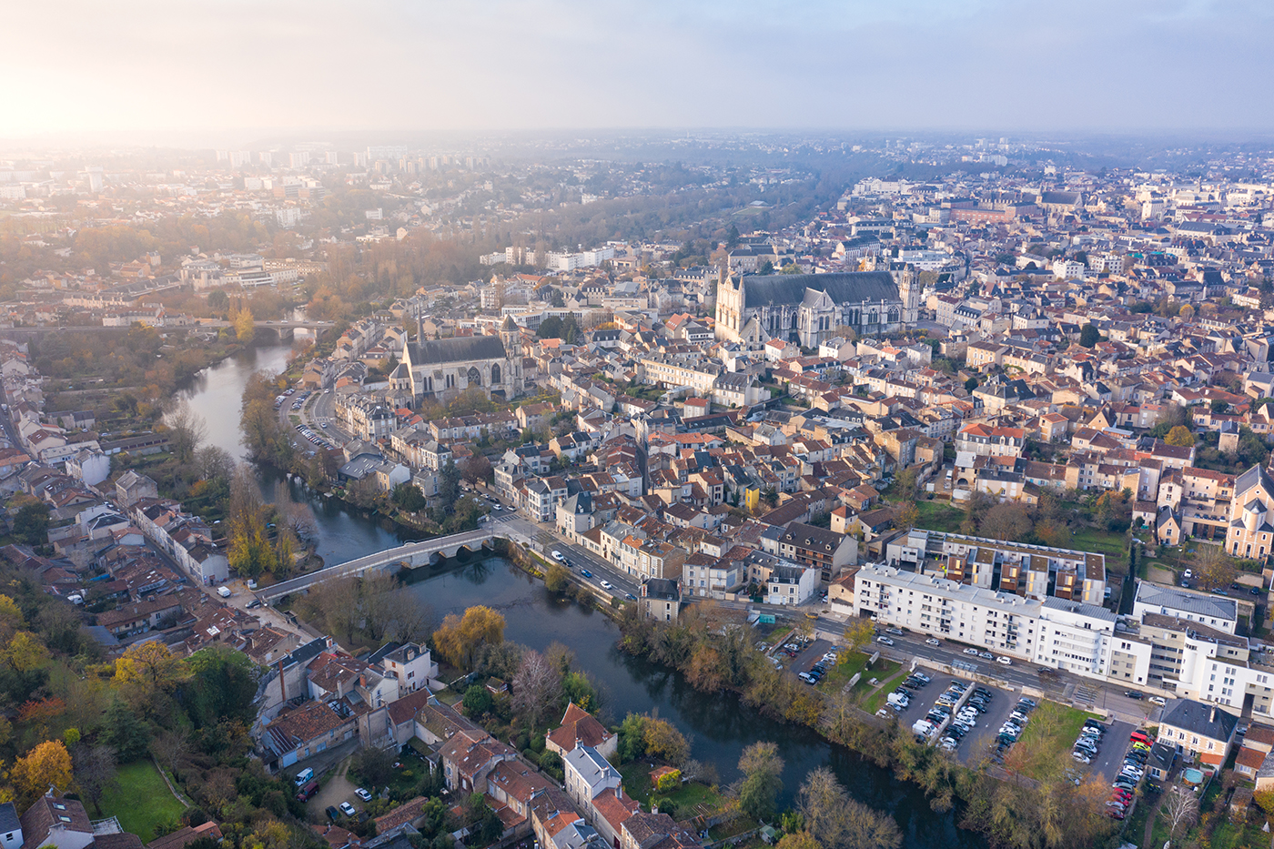 Photographe-professionnel-Poitiers-Drone-Cathedrale-Saint-Pierre-Clain-Pont-Joubert-Guillaume-Heraud
